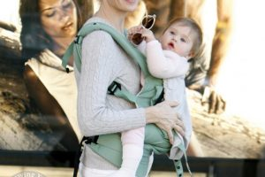 Kelly Rutherford and Her Daughter Strolling in LA